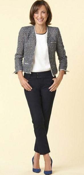 a09a7f462f8b Το υφασμάτινο παντελόνι είναι από τις αγαπημένες επιλογές αυτής της ηλικίας  λόγω της άνετης εφαρμογής του