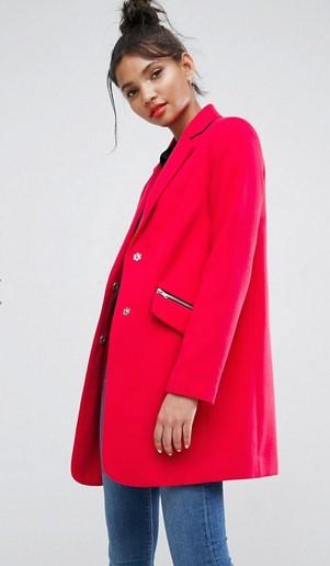 Ένα κόκκινο παλτό αποτελεί την επιτομή της θηλυκότητας. Επίλεξε το και  σίγουρα θα σε κερδίσει με τη φωτεινότητα και την κομψότητα που αποπνέει.  (Buy now) 98e08af6967