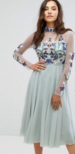 c1f5b52b8a96 Το κοντό φόρεμα είναι από τις πιο ασφαλείς και παράλληλα όμορφες επιλογές  για φορέματα αρραβώνα. Δεν είναι τόσο δεσμευτικό όσο το μακρύ φόρεμα