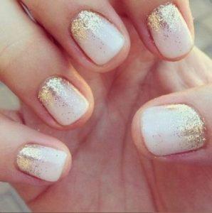 lefko me chriso glitter manicure, konta nichia