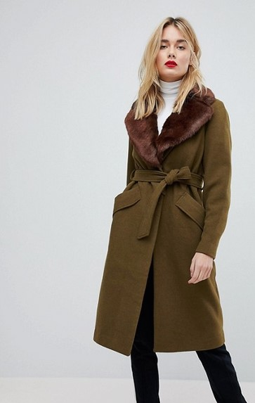 Ζεστό και εξαιρετικά κομψό αυτό το παλτό σε γλυκό καφέ χρώμα 7db52f1e709