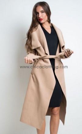 52464a192209 Ένα πολύ όμορφο παλτό σε γλυκό χρωματισμό που θα λατρέψεις. Άνετο και  ευκολοφόρετο θα σε συνοδέψει στις εξόδους σου από το πρωί έως το βράδυ.  (Buy now)