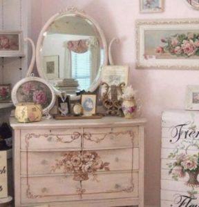 roz vintage boudoir
