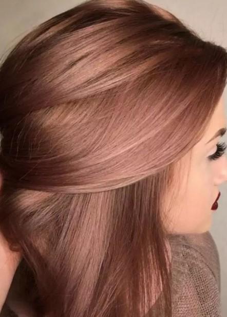 Το καστανό συγκαταλεγεται στις φετινές τάσεις στα χρώματα μαλλιών και  περισσότερο οι ζεστές αποχρώσεις του. Ακόμη 720e488f5dd