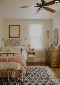 vintage krevatokomara