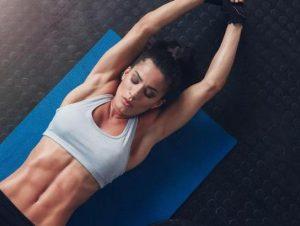 askiseis se yoga mat