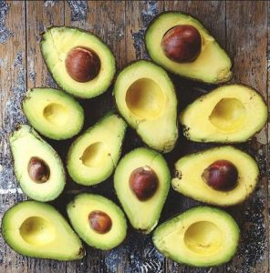 avocado kommena sti mesi
