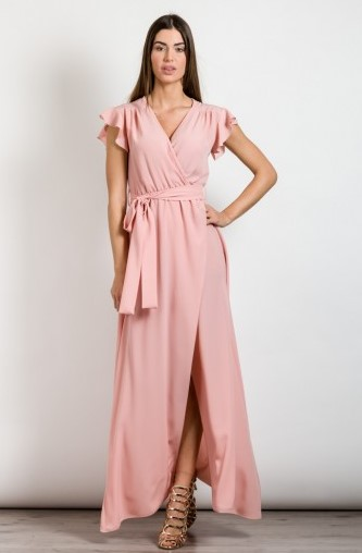 919b07ca8da Ξεκινώ από το φόρεμα μιας και είναι από τις πρώτες επιλογές που όλες  σκεφτόμαστε. Διάλεξε ένα κοκτέιλ φόρεμα σε παστέλ αποχρώσεις ή σε  μονοχρωμίες.