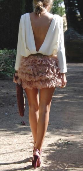 Μια κοντή φούστα με φτερά είναι η τελευταία λέξη της μόδας και χαρίζει άψογη  εμφάνιση και στυλ σε κάθε γυναικά. Προτίμησε μια μίνι φούστα αν έχεις λεπτά  ... fa69eb0364f