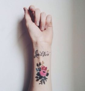 tatouaz egxrwmo megalo louloudi