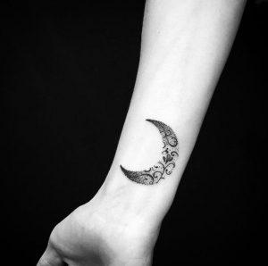 tatouaz misofeggaro sto xeri