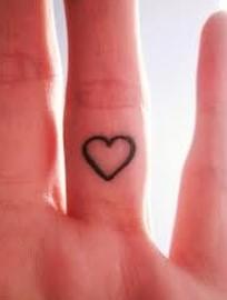 tattoo sto eswteriko twn dachtilwn