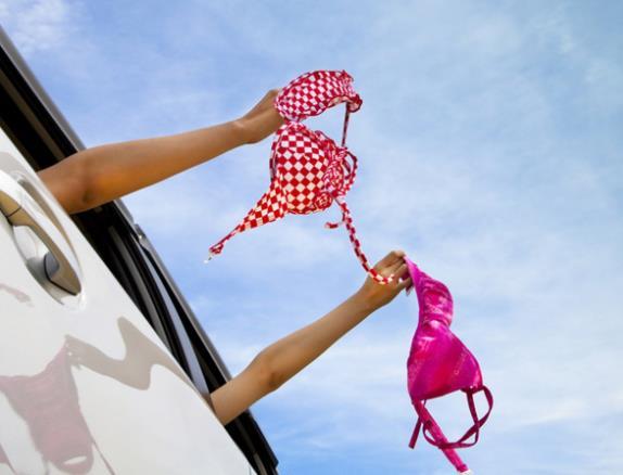 10 Πράγματα που δεν πρέπει να μένουν στο αυτοκίνητο το καλοκαίρι!