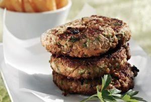Εύκολη συνταγή για ζουμερά και αφράτα μπιφτέκια στον φούρνο!