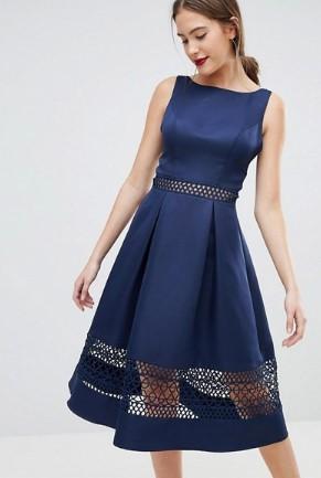 2db5cce3131e Τα μονόχρωμα midi φορέματα είναι πάντα κομψά και σαγηνευτικά. Μπορείς να  επιλέξεις είτε ασύμμετρο σχέδιο είτε κάποια διαφάνεια για πιο ιδιαίτερο  στυλ.