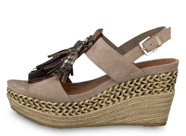 ... εταιρεία όταν ψάχνω για άνετα και βολικά παπούτσια και αυτή δεν είναι  άλλη από την Tamaris. Εκτός από το γεγονός ότι οι πλατφόρμες είναι φοβερά  άνετες ... e35923aaec1