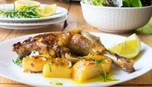 Πανεύκολη συνταγή για κοτόπουλο με πατάτες στο φούρνο!