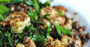 Εύκολη συνταγή για φακές με γαρίδες και κέιλ!