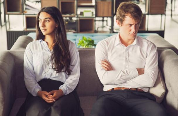 6 Τρόποι που η ζήλια απομακρύνει τον σύντροφο σου!
