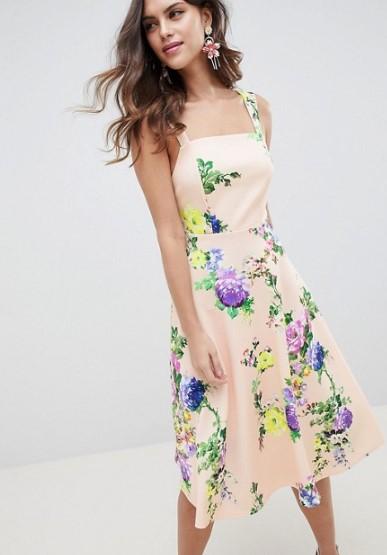 28 Πανέμορφα floral φορέματα και φούστες που θα λατρέψεις!  0a3ada8044a