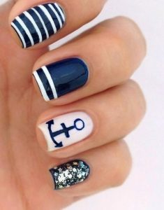 navy blue manicure