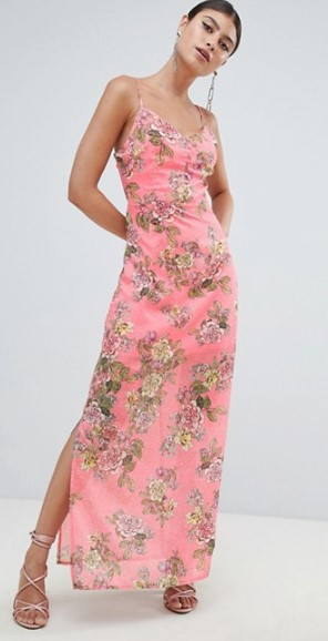 801d0c036c7e Πανέμορφα μακριά φορέματα με floral σχέδια που χαρίζουν κομψότητα και  ζωντάνια σε κάθε γυναίκα. Επίλεξε το χρωματισμό και το σχέδιο που αγαπάς  και ...