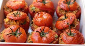 Εύκολη συνταγή για ντομάτες γεμιστές με λαχανικά!