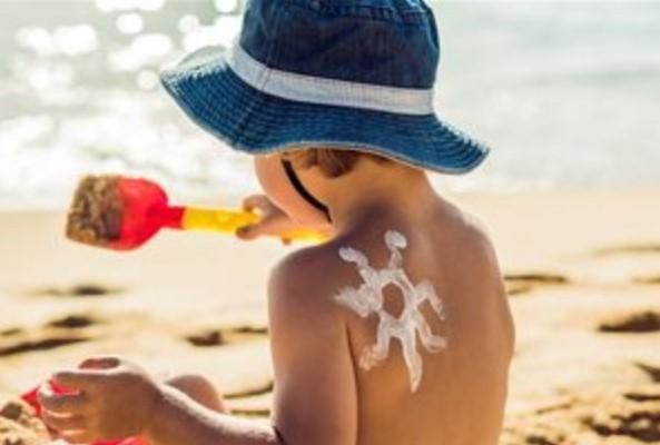 Πως να προστατέψεις τα παιδιά σου από τον ήλιο!