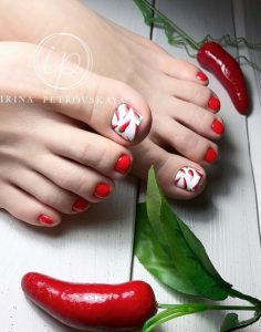 kokkino pedicure me piperitses