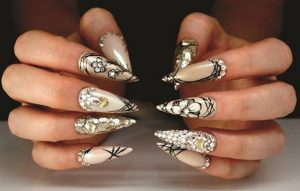 Πως να φτιάξεις μόνη σου εντυπωσιακό nail art με λουλούδια!