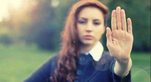 5 Ευγενικές φράσεις για να αντιμετωπίσεις έναν αγενή άνθρωπο!