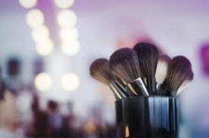 Οι 2 νέοι τρόποι για τον καθαρισμό των πινέλων μακιγιάζ!