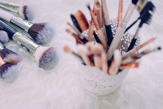 Πώς να καθαρίσεις φυσικά και σωστά τα πινέλα μακιγιάζ!