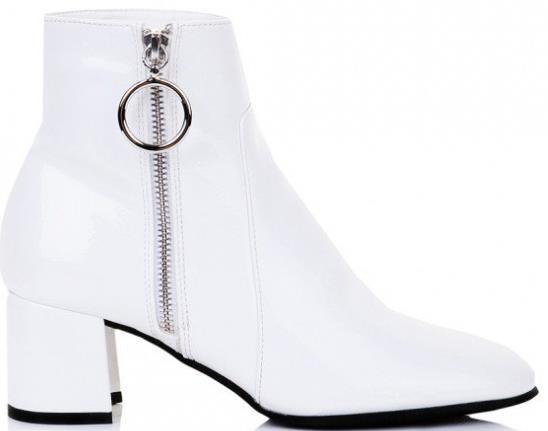 f8214b59cc Η εταιρεία είναι κοντά και για τις γυναίκες που αγαπάνε τα ψηλοτάκουνα  παπούτσια στην καθημερινότητα τους. Έτσι φέτος η συλλογή με τα ψηλοτάκουνα  μποτάκια ...