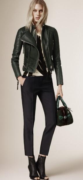 Ένα υφασμάτινο παντελόνι ταιριάζει τέλεια με το δερμάτινο μπουφάν σου 7bad80eb794