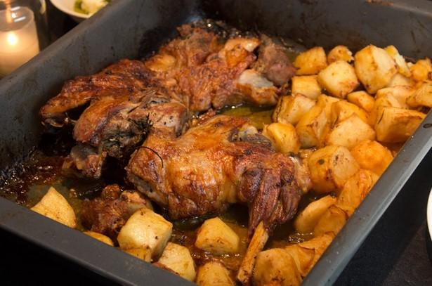 Αρνάκι με πατάτες στο φούρνο!