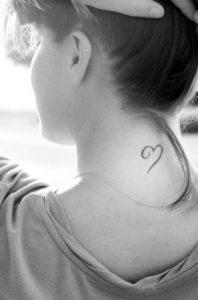tatouaz mikro kardia se gynaila