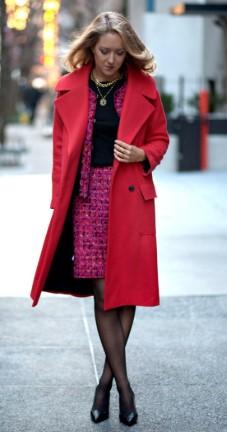 7bb1b326498 Ένα κόκκινο παλτό ταιριάζει σε κάθε γυναίκα αφού μπορείς να το φορέσεις και  σε καθημερινές αλλά και σε πιο επίσημες εξόδους σου. Διάλεξε το ιδανικό  μάκρος ...