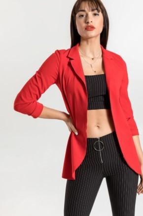 Πως να φορέσεις το αγαπημένο σου κόκκινο πανωφόρι φέτος το χειμώνα! d6e311bc857
