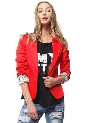 Το κόκκινο σακάκι είναι ένα πανέμορφο ρούχο που θα χαρείς να φοράς σε κάθε  σου έξοδο. Φόρεσε το με το αγαπημένο σου τζιν παντελόνι και δες πως θα  απογειώσει ... ac45ad167b0