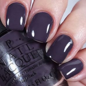 skouro lila manicure