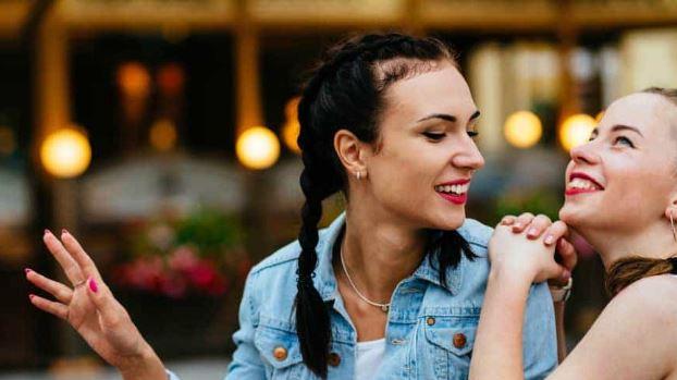 10 Χαρακτηριστικά των αληθινών φίλων!