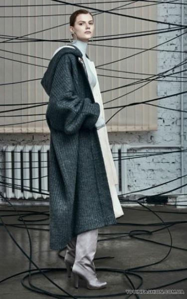 Τα τελευταία χρόνια παρατηρούμε ότι τα παλτό με όγκο και τα Oversized  κομμάτια έχουν την τιμητική τους. Είναι μια τάση της μόδας που ξένισε  πολλές από εμάς 005f85edb78