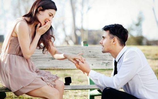 10 Σημάδια ότι θέλει να σε παντρευτεί!