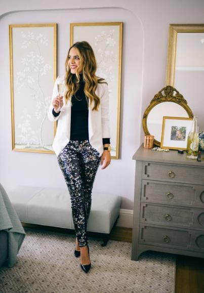 Ένα παντελόνι τόσο αστραφτερό όσο το παντελόνι που έχει παγιέτες είναι  σίγουρα στα ρούχα με παγιέτες που μπορούν να φορεθούν με πολλούς τρόπους! f6d512cad30