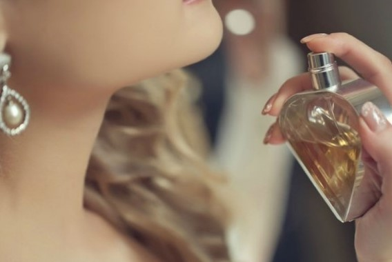 5 Tips για να κρατήσει περισσότερο το άρωμα σου!