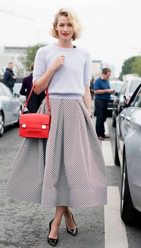 4014f76c20d0 Μια φούστα με α γραμμή ταιριάζει σε κάθε σωματότυπο και αναδεικνύει την  θηλυκή σου πλευρά με κομψό και σικάτο τρόπο. Ακόμα, μπορείς να φορέσεις το  αγαπημένο ...