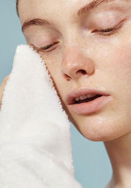 Όπως είπαμε το χειμώνα το δέρμα ταλαιπωρείται πολύ από τις καιρικές  συνθήκες. Αν βάφεσαι ece9e7d2502