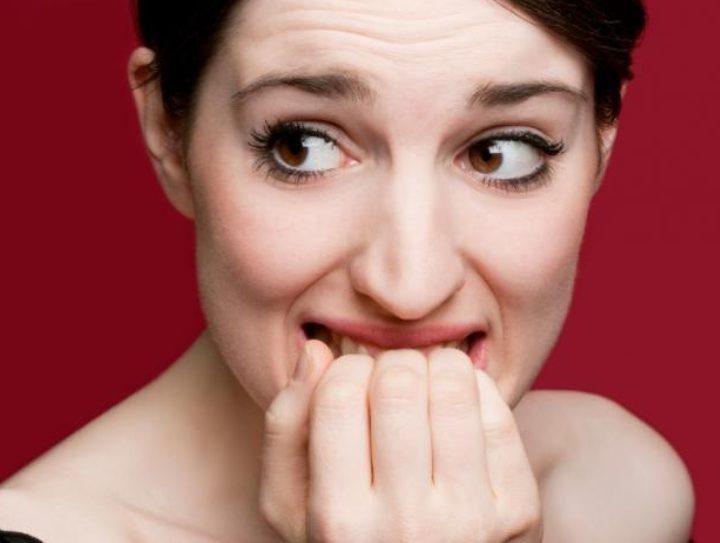 10 Tips για να σταματήσετε να τρώτε τα νύχια σας!