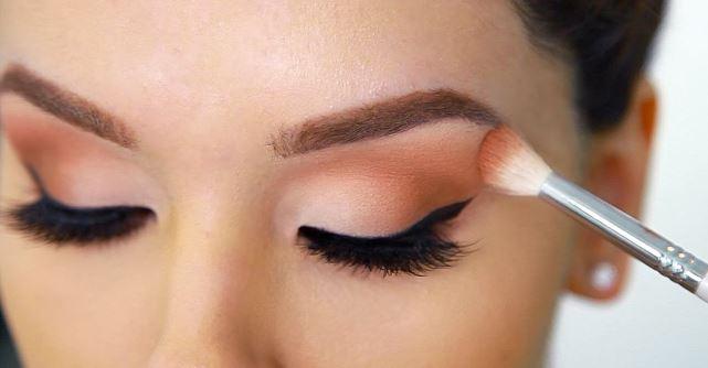 4 Τρόποι για να κάνεις τη σκιά ματιών να δείχνει πιο λαμπερή!
